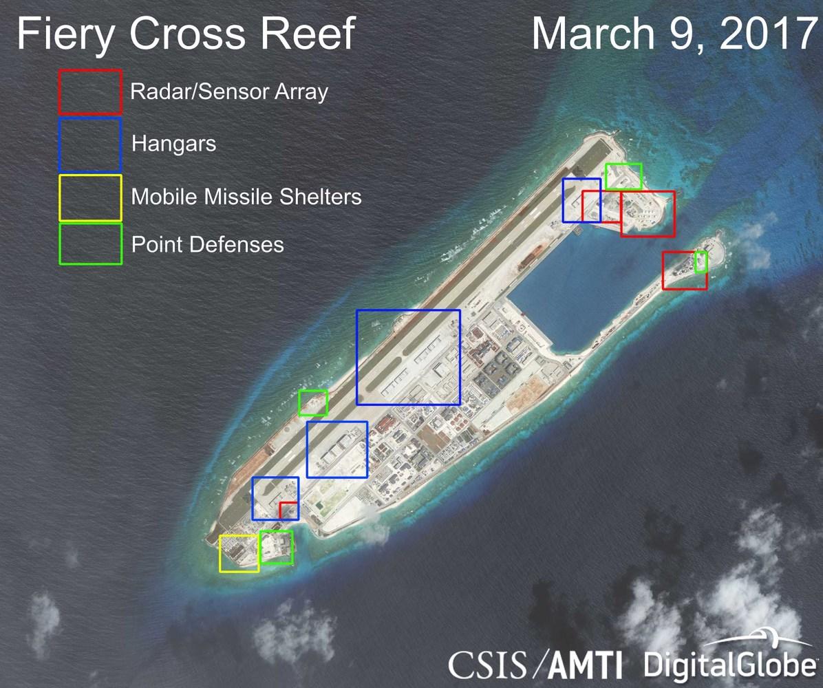 Installation militaire chinoise sur le récif Fiery Cross — ©AMTI/Digital Globe