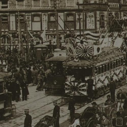 L'ère Meiji a symbolisé l'ouverture du Japon au monde et l'essor de l'économie japonaise. C'est d'un nouveau mouvement d'ouverture aux investisseurs étrangers et à l'immigration qu'a besoin le Japon, faute de quoi les Abenomics risquent d'échouer. Photo : Wikimedia Commons Crédits : Wikimedia Commons