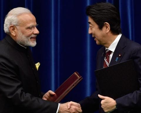 Premier ministre indien Modi et premier ministre japonais Abe ont signé l'accord nucléraire civil. Crédit photo : Ministère des affaires étrangères de l'Inde.