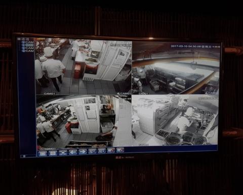 Images de vidéosurveillance à l'entrée d'un restaurant à Shijiazhuang, pour rassurer la clientèle. François Lafargue, Author provided
